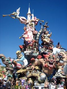 How to Survive Explosions and Earthquakes During Las Fallas 2014
