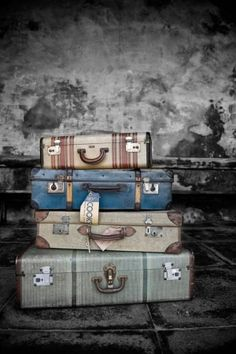 im newly obsessed with painting vintage luggage... by cecilia