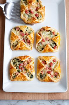 Ham, cheese, and spinach are mixed with white sauce and wrapped into thin sheets of puff pasty.