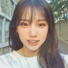 The Effective Pictures We Offer You About hair bangs A quality picture can tell you many things. Korean Bangs Hairstyle, Korean Haircut, Korean Hairstyles, Long Hair With Bangs, Haircuts With Bangs, Hair Bangs, Fringe Hairstyles, Girl Hairstyles, Pelo Ulzzang