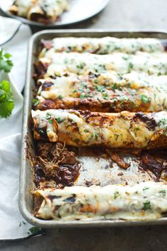 Shredded Beef Enchiladas with Ancho Chile Sauce – Cooking for Keeps Geschredderte Rindfleisch-Enchiladas mit Ancho Chile-Soße Mexican Dishes, Mexican Food Recipes, Dinner Recipes, Taco Ideas For Dinner, Lunch Ideas, Shredded Beef Enchiladas, Roast Beef Enchiladas, Bon Dessert, Comida Latina