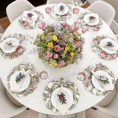Pensando no Dia das Mães, montamos uma mesa de inspiração para um almoço aconchegante e colorido.