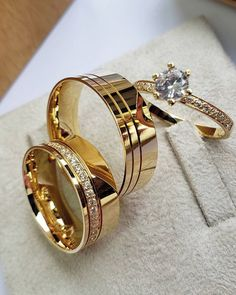 Engagement Rings Couple, Couple Rings, Diamond Engagement Rings, Solitaire Engagement, Gold Ring Designs, Wedding Ring Designs, Emerald Wedding Rings, Wedding Ring Bands, Couple Ring Design