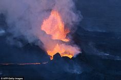In a record-breaking volcanic eruption spewed lava and ash over Iceland's Highlands for nearly six months, leaving behind the largest caldera formation ever observed. Leeds, Volcano Iceland, Volcan Eruption, Lava Flow, Active Volcano, The Weather Channel, Album, The Places Youll Go, Geology