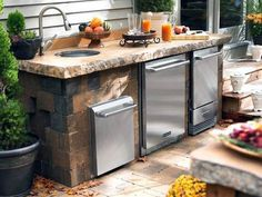 Redesigning Your Kitchen Area: Choosing Your New Kitchen Counter Tops – Outdoor Kitchen Designs Outdoor Kitchen Countertops, Outdoor Kitchen Bars, Outdoor Kitchen Design, Backyard Kitchen, Basic Kitchen, Kitchen On A Budget, New Kitchen, Kitchen Ideas, Kitchen Trends