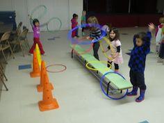 Ce mois-ci, nous avons découvert les ballons et fait de nombreux jeux collectifs (avec ou sans ballons). Nous avons tout d'abord découvert... Activity Games For Kids, Pe Games, Physical Education, Physics, Classroom, Animation, Tv, Sports, School
