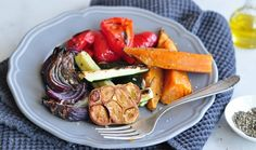 איך להכין אנטיפסטי • מתכון לירקות בתנור | The Kitchen Coach Vegetarian Recipes, Cooking Recipes, Passover Recipes, Eat Lunch, Vegetable Salad, Food Design, Italian Recipes, Side Dishes, Paleo