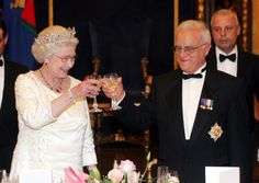 At dinner parties, the Queen begins by speaking to the person seated to her right. During the second course of the meal, she switches to the guest on her left. (Photo by POOL - Mark Cuthbert/UK Press via Getty Images)  via @AOL_Lifestyle Read more: https://www.aol.com/article/entertainment/2017/10/24/royal-family-50-strict-rules/23254452/?a_dgi=aolshare_pinterest#fullscreen