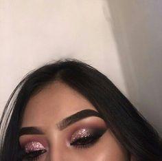 Eye Makeup Tips.Smokey Eye Makeup Tips - For a Catchy and Impressive Look Cute Makeup Looks, Makeup Eye Looks, Gorgeous Makeup, Pretty Makeup, Flawless Makeup, Glam Makeup, Skin Makeup, Eyeshadow Makeup, Glitter Eyeshadow