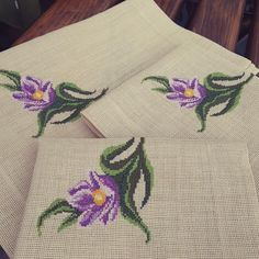 Small Flowers, Cross Stitch Patterns, Christmas Decorations, Embroidery, Crochet, Handmade, Counted Cross Stitches, Farmhouse Rugs, Crochet Flowers