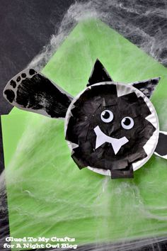 Looking for fun activities for the kids this season? How about this fun and adorable Halloween Bat Kids Craft! Diy Halloween, Halloween Crafts For Kids, Halloween Activities, Halloween Projects, Holidays Halloween, Halloween Themes, Halloween Pumpkins, Holiday Crafts, Holiday Fun