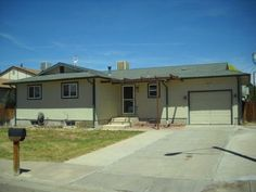 Wow, where can you find a 5 bedroom, 2 bath home for $139,900?      32 Wheatridge Dr, Pueblo, CO 81005