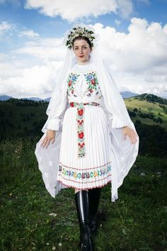 Východná (Liptov), Slovakia Folk Costume, Costumes, Folklore, Folk Clothing, Folk Dance, Folk Embroidery, Fashion Art, Womens Fashion, World Cultures