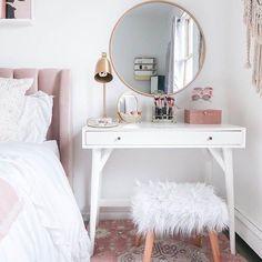 15 Cool Bedroom Vanity Design Ideas - Page 5 of 15 - Bedroom Design Small Bedroom Vanity, Small Vanity Table, Mirror Bedroom, Makeup Vanity In Bedroom, Decor For Small Bedroom, Small Space Bedroom, Vanity Bathroom, Decorating Small Bedrooms, Small White Bedrooms