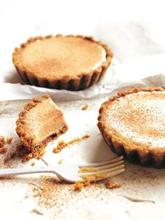 With the combination of maple and ginger, these cheesecakes tarts are a delight!
