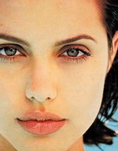 "le-jolie: """"Angelina Jolie photographed by Jeff Dunas - 1996 "" "" Angelina Jolie Young, Angelina Jolie Fotos, Brad And Angelina, Jolie Pitt, Le Jolie, Pretty People, Beautiful People, Beautiful Women, Aya Sophia"