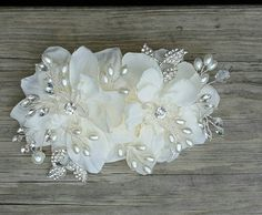 Gorgeous wedding hair comb to be worn with any hairstyle, this bridal hair comb is ma Wedding Hair Pins, Wedding Headband, Wedding Hair Accessories, Bridal Comb, Bridal Headpieces, Crystal Rhinestone, Swarovski Crystals, Hair Decorations, Making Hair Bows