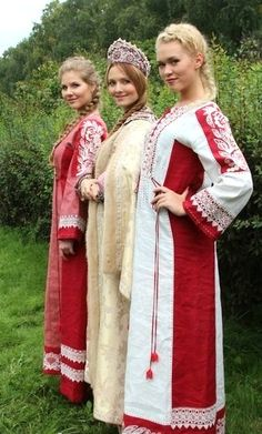 A bride with her bridesmaids, old Russian style. #weddings