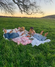 sweet summertime 🦋 spotify: on We Heart It Cute Friend Pictures, Friend Photos, Sister Photos, Family Pictures, Summer Vibes, Summer Goals, Indie Kids, Summer Aesthetic, Aesthetic Girl