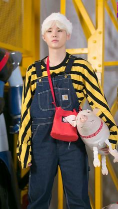 I find it super adorable when they style his hair like this. It's very charming. How he can look so badass while holding that pig-dolph and wearing overalls is the Suga effect Bts Suga, Min Yoongi Bts, Bts Bangtan Boy, Bts Boys, Namjoon, Hoseok, Taehyung, Agust D, Daegu