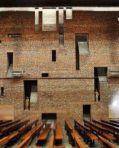 Igreja de St. Bride, na Escócia. Projeto por Gillespie, Kidd & Coia. #arquitetura #arte #art #artlover #design #architecturelover #instagood #instacool #instadesign #instadaily #projetocompartilhar #shareproject #davidguerra #arquiteturadavidguerra #arquiteturaedesign #instabestu #decor #architect #criative #interiores #estilos #combinações #stbride #church #escocia #scotland #gilliespiekiddandcoia