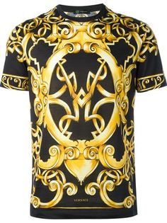 Shop Versace Barocco print T-shirt online. Discover the exclusive selection of Versace t-shirts - Authentic products. Versace T-shirt, Versace Fashion, Best T Shirt Designs, Look Casual, Designer Clothes For Men, Swagg, Cool T Shirts, Men's Shirts, Printed Shirts
