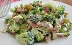 The Country Cook: Broccoli Salad. This is a great salad. New Recipes, Salad Recipes, Cooking Recipes, Favorite Recipes, Healthy Recipes, Recipies, Broccoli Salad Bacon, Brocolli Salad, Gourmet