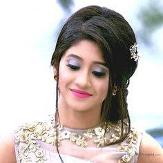 wedding hairstyles indian Stylish Wedding Hairstyle Ideas For Indian Bride - Indian Fashion Ideas Hairstyles For Gowns, Indian Hairstyles, Wedding Hairstyles, Stylish Girl Images, Stylish Girl Pic, Shivangi Joshi Instagram, Cute Girl Photo, Indian Celebrities, Beautiful Actresses