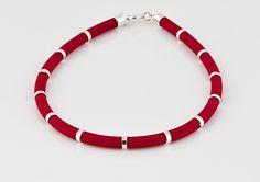 Śliczna czerwona kauczukowa bransoletka ze srebrem