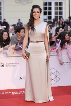 Hiba Abouk deslumbra con escotazo en el Festival de Málaga - Red carpet - Ver imágenes GALA