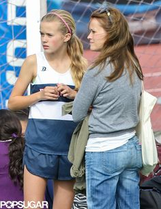 Reese and Ryan Reunite For Ava and Deacon Reese Witherspoon hung out with her daughter, Ava, after her track meet in LA. Reese Witherspoon Young, Reese Witherspoon Birthday, Reese Witherspoon Daughter, Ava Phillipe, Cry Baby Movie, Reese Whitherspoon, Track Meet, Star Wars, Woman Crush