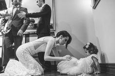 Real BRIDE { Camila + Jeymes } Lina Bo Bardi wedding gown from A MODISTA ATELIER | photo Tayrine & Gotardo