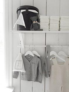 ihanasti vaatteita ja huoneen sävyihin sopivasti!