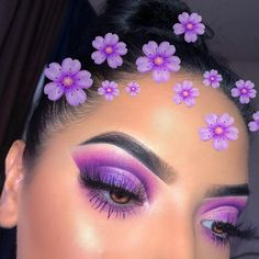 In order to enhance your eyes and improve your natural beauty, finding the very best eye make-up tips and hints will help. You need to be sure to wear make-up that makes you look even more beautiful than you are already. Purple Eye Makeup, Makeup Eye Looks, Colorful Eye Makeup, Eye Makeup Art, Makeup Geek, Skin Makeup, Makeup Inspo, Eyeshadow Makeup, Purple Eyeshadow Looks
