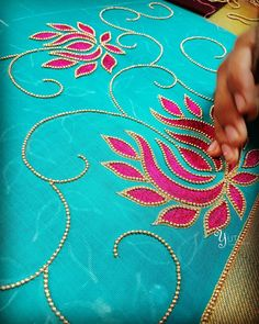 This Pin was discovered by Pan Aari Embroidery, Embroidery Works, Hand Embroidery Designs, Embroidery Stitches, Embroidery Patterns, Hand Work Blouse, Hand Designs, Elsa, Crochet