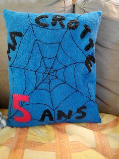 verso du coussin spiderman à partir d'un t-shirt enfant