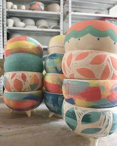 Ceramic Clay, Ceramic Painting, Ceramic Pottery, Pottery Art, Painted Pottery, Slab Pottery, Hand Painted Ceramics, Ceramic Bowls, Pottery Painting Designs
