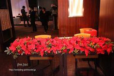 銀座レストランでの、クリスマスパーティーの装花です。会場ではリハーサルのため照明...