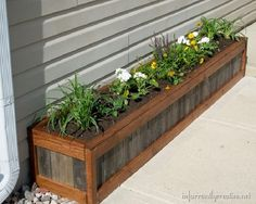 How to Build an Upcycled Planter Box 2019 Tutorial How to make this planter box. The post How to Build an Upcycled Planter Box 2019 appeared first on Flowers Decor. Diy Wooden Planters, Pallet Planter Box, Garden Planter Boxes, Outdoor Planters, Wooden Diy, Herb Planters, Flower Planters, Building Planter Boxes, Garden Troughs