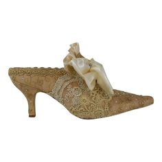 Marie Antoinette Wedding Shoes ..Gold and Ivory Lace Shoes .. Paris Fashion .. Bridal Shoes.. Vintage Lace Shoes ..FREE US Postage by everlastinglifashion on Etsy https://www.etsy.com/listing/230344675/marie-antoinette-wedding-shoes-gold-and