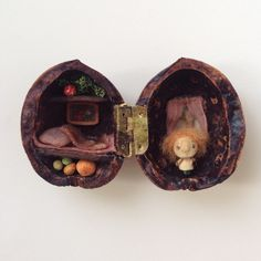 wooden dolls and tiny things Doll Crafts, Cute Crafts, Diy And Crafts, Crafts For Kids, Arts And Crafts, Miniature Crafts, Miniature Dolls, Walnut Shell Crafts, Little Box