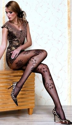 sissylikes:  (via Pantyhose! / fabulous legs)