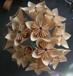 Ramo de novia hecho con papel, sin flores. Paper bouquet