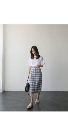 There are a number of ways to wear ladies casual skirts. Korean Fashion Trends, Korean Street Fashion, Korea Fashion, Asian Fashion, Look Fashion, Skirt Fashion, Fashion Outfits, Fashion Women, Winter Fashion