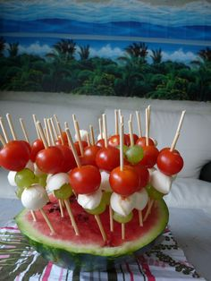 Good idea for serving tomatoes and mozzarella and using it as decor for the Hawaiian theme...