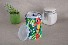 Réutilisez vos chutes de tissu ! Dans ce DIY recyclage boîte de conserve, je vous montre comment créer facilement une joli boîte !