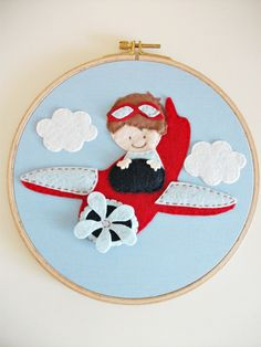 by cicişeylerdükkanı, via Flickr Quadrinho de aviador com feltro. Felt airplane frame.
