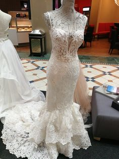 Mermaid style Fully handcrafted Rene H Couture wedding gown Www.rene-h-couture.com