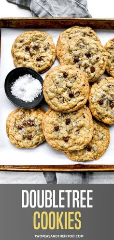 DoubleTree Cookies-This is THE famous DoubleTree chocolate chip cookie recipe! The cookies are huge, loaded with chocolate chips and there a even a couple secret ingredients! You have to try these legendary chocolate chip cookies! Chocolate Chip Cookies, Doubletree Chocolate Chip Cookie Recipe, Doubletree Cookies, Chocolate Chips, Famous Chocolate Chip Cookie Recipe, Köstliche Desserts, Delicious Desserts, Dessert Recipes, Recipes Dinner
