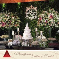 Monograma lindo que foi feito para os noivos Eveline e Daniel, ficou um charme nesse muro inglês.